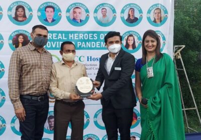 """Surat's IDCC Hospital and Shri Vasishtha Group of Schools jointly organized a unique honouring ceremony """"Real Heroes"""""""
